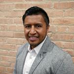 Sergio Azucena sirve como Lider del Ministerio de Sonido en la Iglesia Rebano